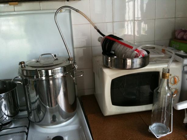 Les huiles essentielles utilisation fabrication abrasax for Alambic maison cocotte minute